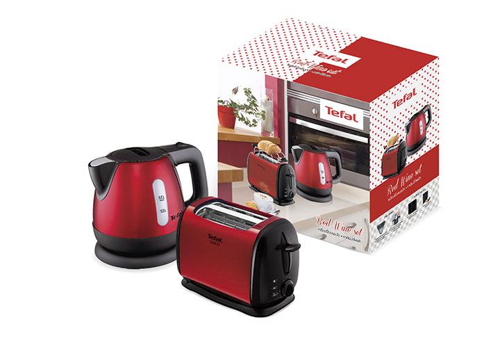 Red Wine Set ชุด Red Wine ราคา 2,390 บาท ซึ่งประกอบด้วยกาต้มน้ำและเครื่องปิ้งขนมปังสีแดงเข้มแวววาว