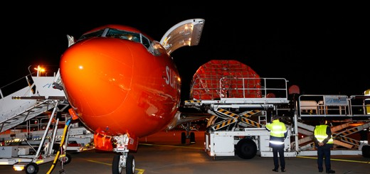 TNT-inaugurates-Boeing-737-service-to-Hanover-Germany_Loading-operations_1